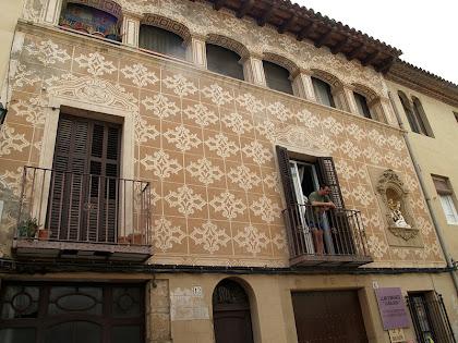 La façana esgrafiada de Ca L'Estany