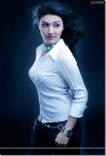 Ragini Khanna hot looks