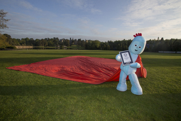 IgglePiggle Unfurls Enormous Polar Fleece Blanket At Alton Towers Resort For Guinness World Records Title
