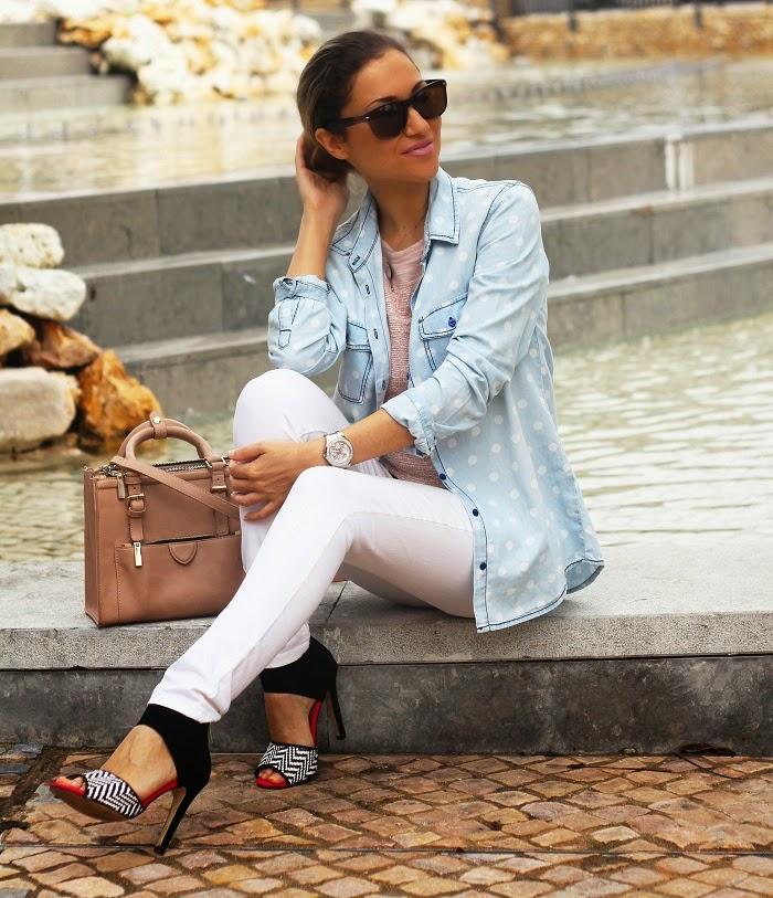 look do dia, ootd, outfit, streetstyle, style statement, white, skinny jeans brancos, blusa, top rosa pastel, denim shirt, camisa de ganga, polka dots, padrão de bolas, carteira zara, primark, relógio guess, pimkie, salsa, dicas de imagem, consultoria de imagem, blog de moda portugal, blogues de moda portugueses