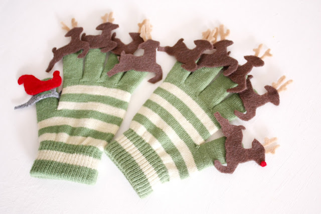 Reindeer Puppet Gloves from Delia Creates
