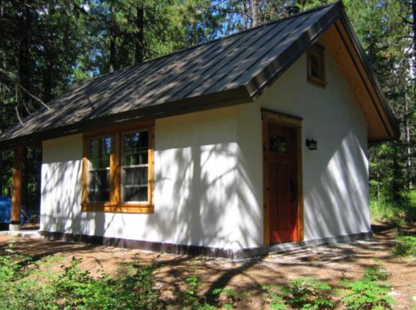 Внешний вид дома из соломы