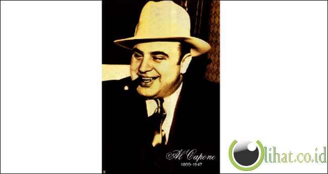 Al Capone main banjo dengan narapidana Alcatraz