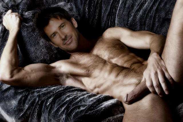 Malecelebritiesnaked: Request response: