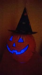 http://untuffoneilibri.blogspot.fr/2014/10/angolo-creazioni-zucca-di-halloween-in.html
