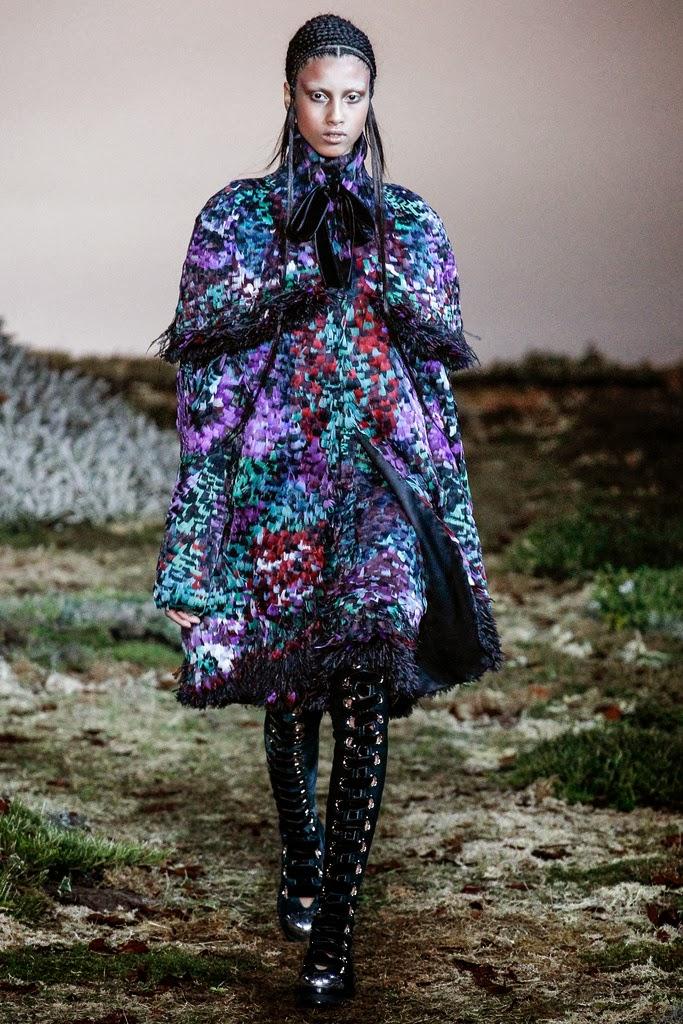 Alexander McQueen Paris Fashion Week Otoño Invierno 2014-2015 6