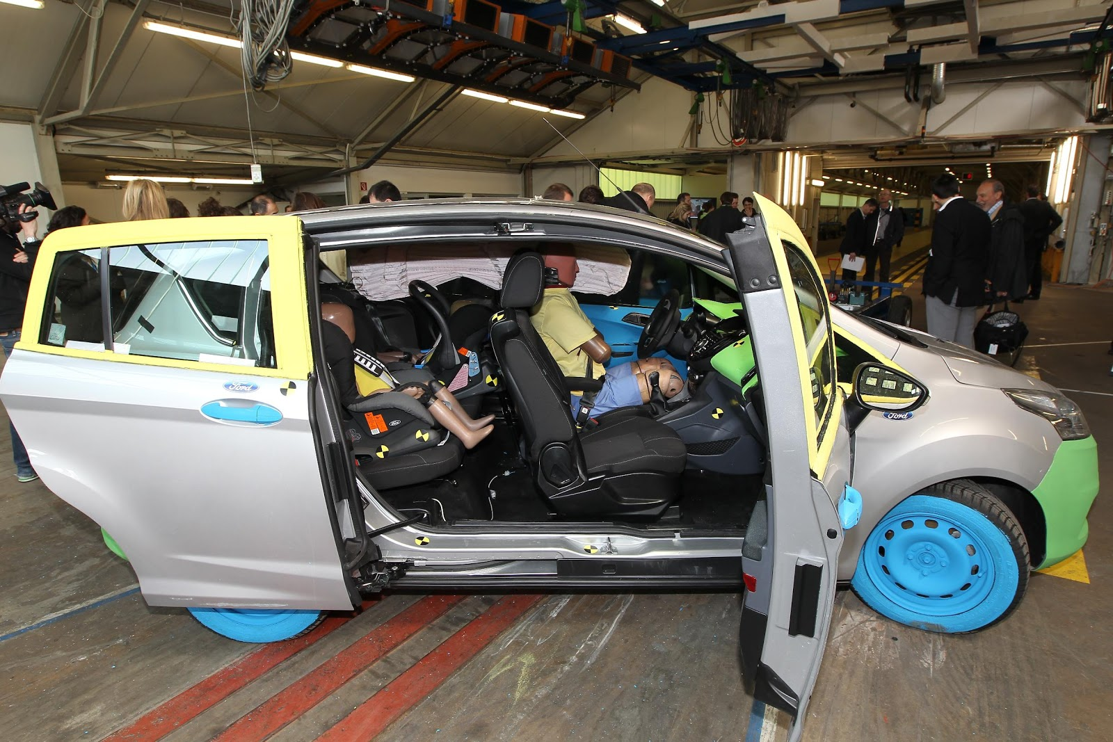 Platts hyundai used car dealership in high wycombe - Unique Crash Test Procedure Ensures Ford B Max Door System Is As Safe As It Is Innovative