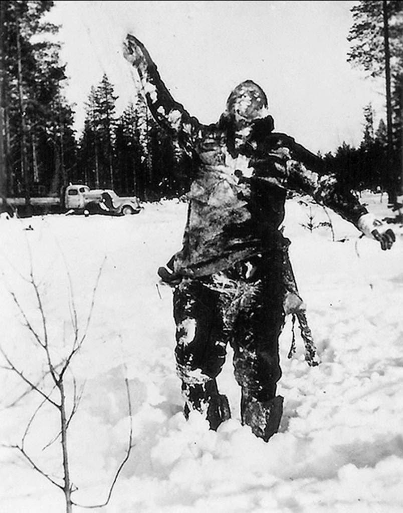 Cuerpo de soldado soviético congelado