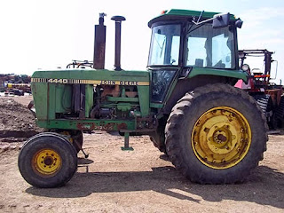 EQ-24231 John Deere 4440