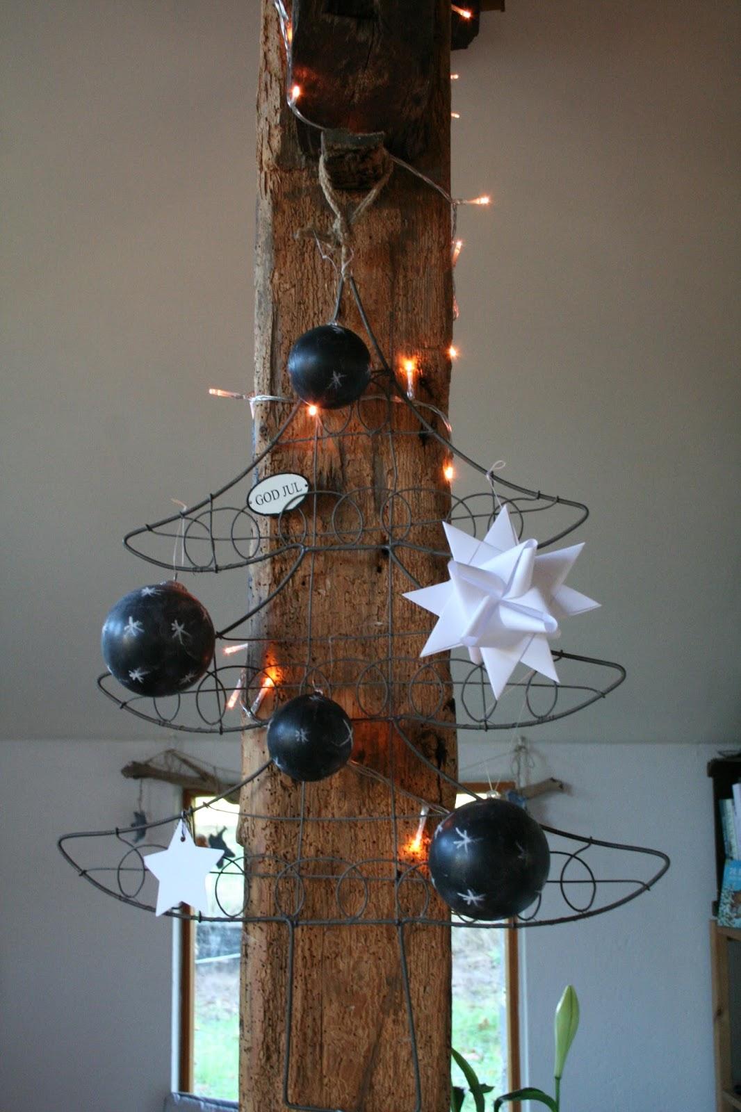 Reetselig: Weihnachtskugelupcycling mit Tafelfarbe