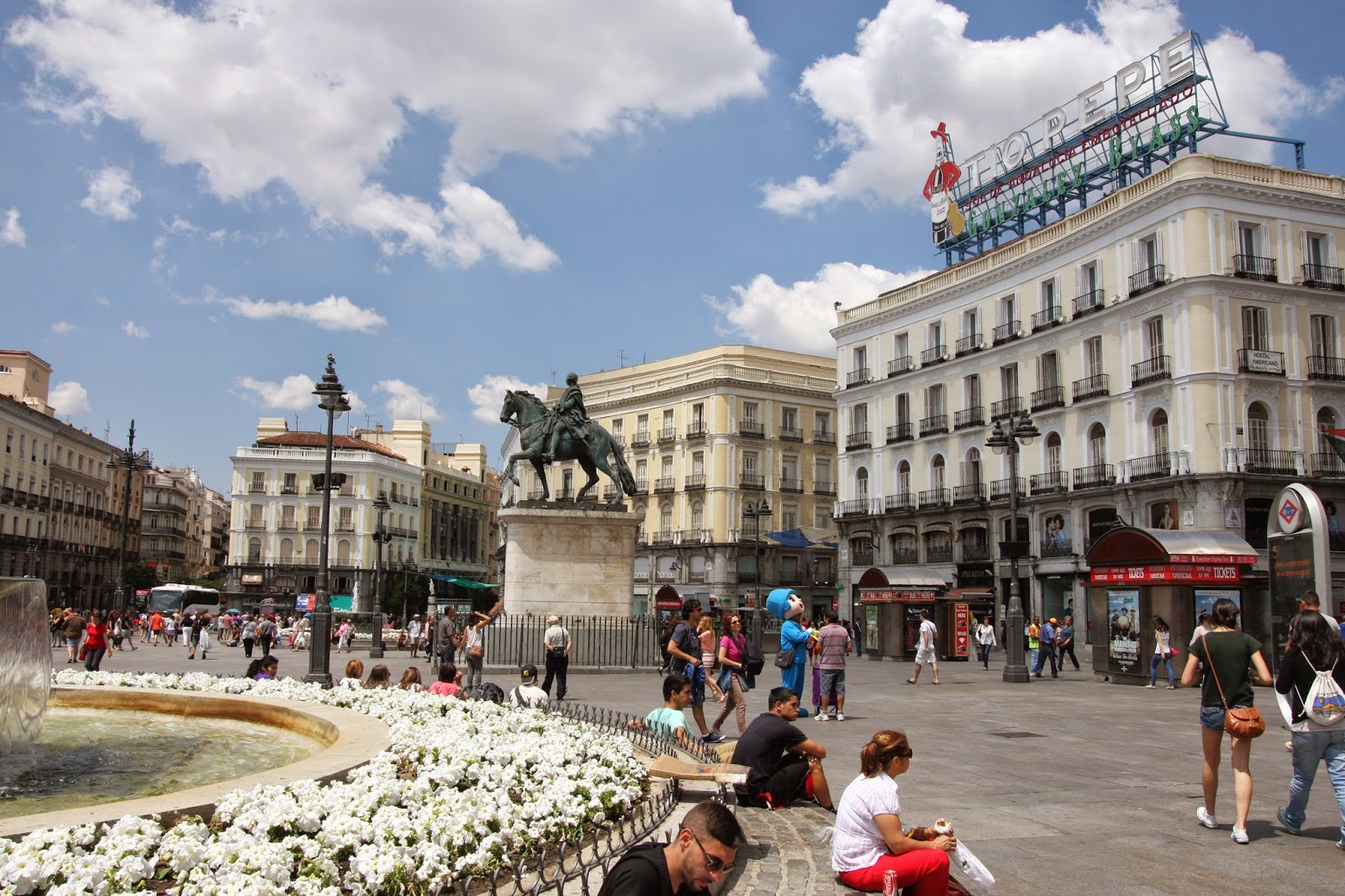 Senorita 39 s spanish class las plazas de madrid for Plaza puerta del sol