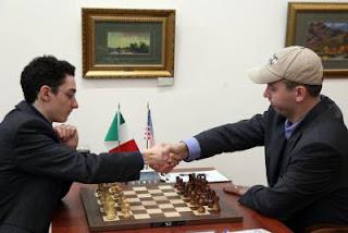 Échecs : ronde 3, Fabiano Caruana (2786) 1-0 Gata Kamsky (2762) © Anastasiya Karlovich