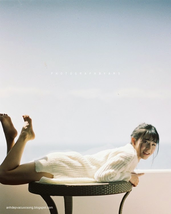 Thiếu nữ xinh đẹp đón ánh nắng ban mai 15