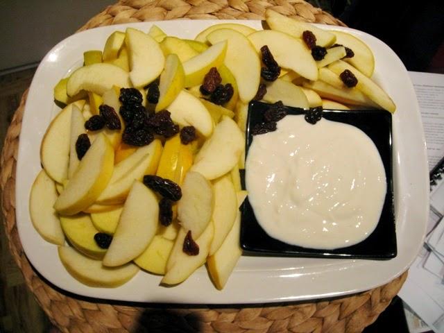 veganza; wegański jogurt; jogurt sojowy; weganizm; vegan; wegańskie jedzenie; owoce z jogurtem; blog wegański; blog wegetariański