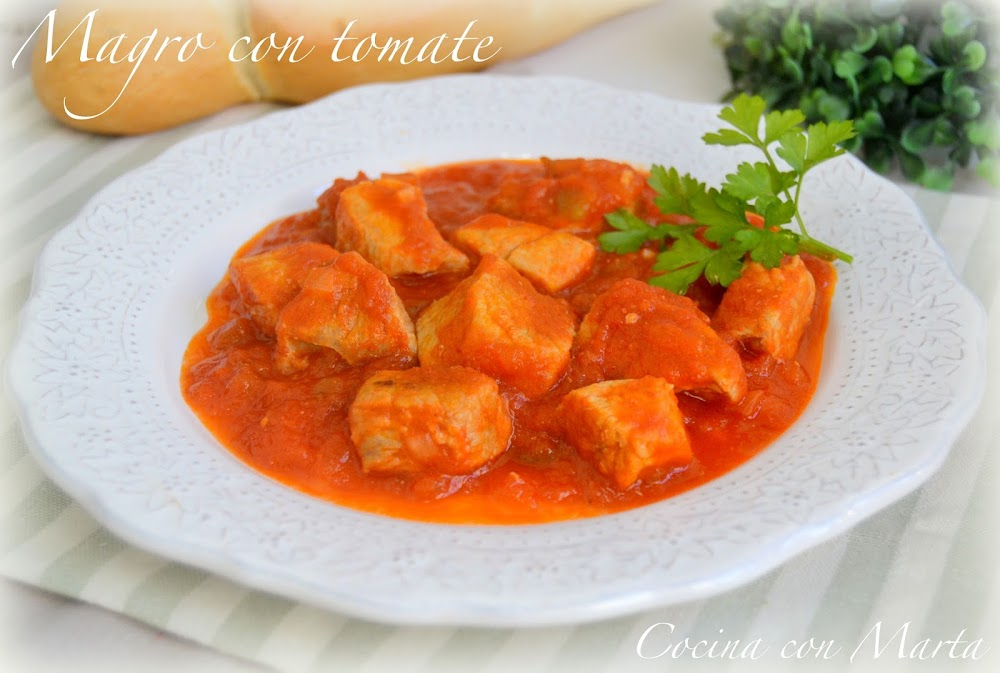 Receta casera de carne de magro o jamón de cerdo con tomate. Fácil y rápida.