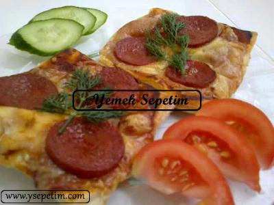 Milföyden Sucuklu Kolay Pizza Tarifi