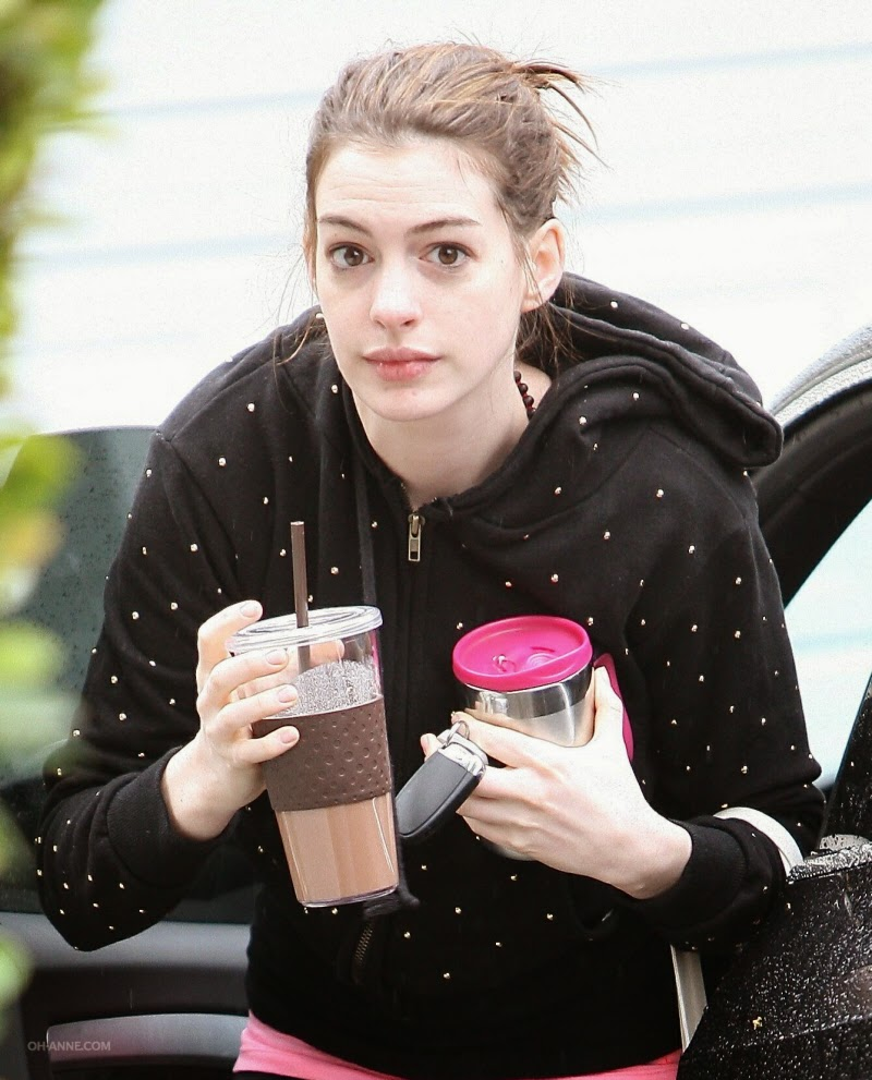 Anne Hathaway No-Makeup Style