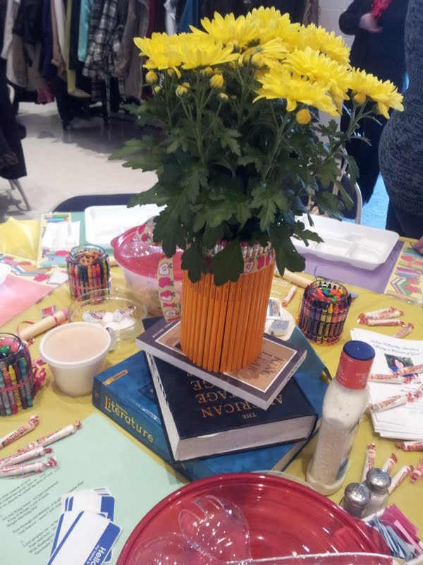 Working mom wonders teacher luncheon decorations