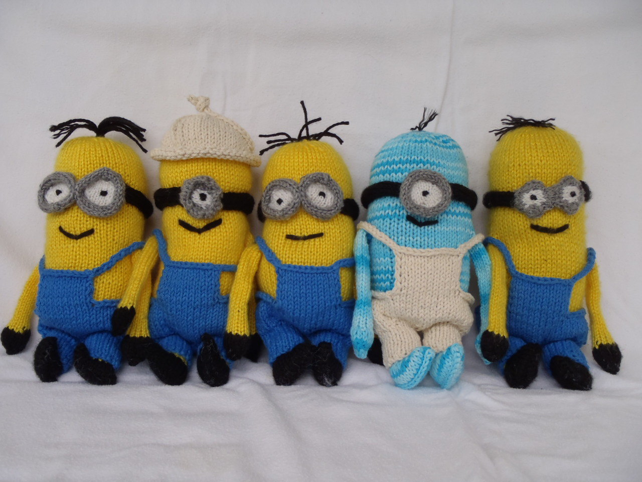 Free Knitting Patterns Baby Hat : Stanas Critters Etc.: Knitting Pattern for Minions - Part 2