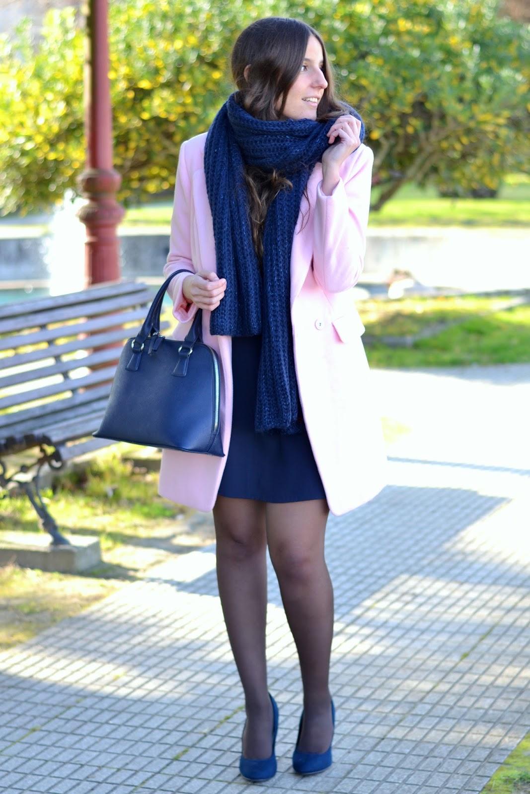 combinar abrigo rosa con azul