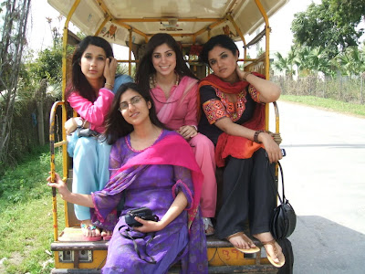 Beautiful Pakistani College Girls Trip Pictures Gallery2