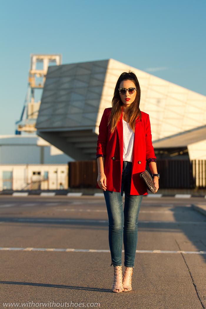 Blogger de moda valenciana con looks estilosos