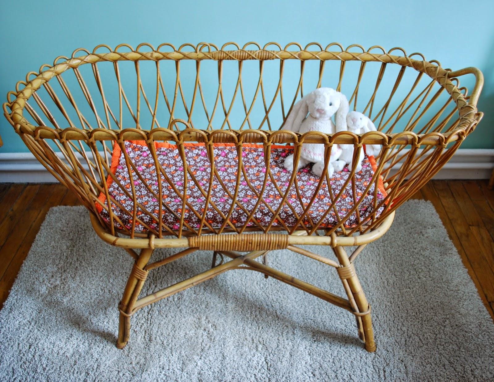 berceau en rotin vintage vendu g n ration vintage. Black Bedroom Furniture Sets. Home Design Ideas