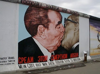 Kiss of Death beso Brézhnev y Honecker Muro de Berlín Alemania