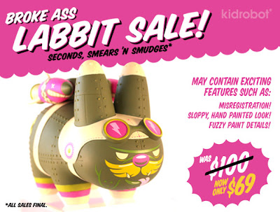 New York Comic-Con 2011 Exclusive Biological Warfare Edition Yankee Pig Dog Labbit Vinyl Figure by Kronk