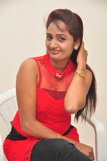 Kaveri Glam pics at Andala chandamama 024.jpg
