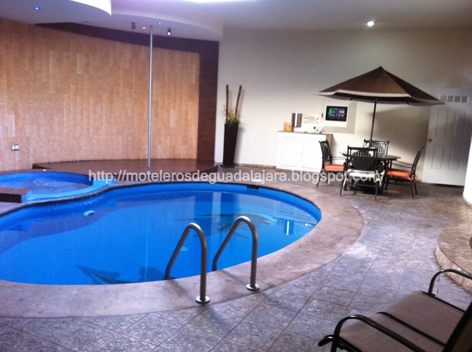 Moteleros de guadalajara motel gaudi suites villas alberca for Alberca 8 de julio