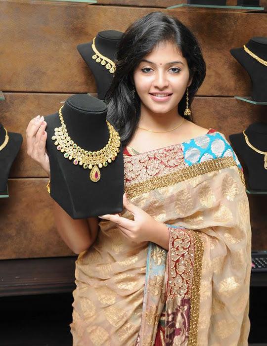 Anjali in Saree Cute Photos unseen pics