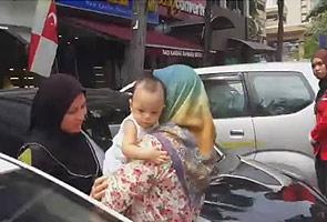 Viral Video Bayi Ditinggalkan Dalam Kereta