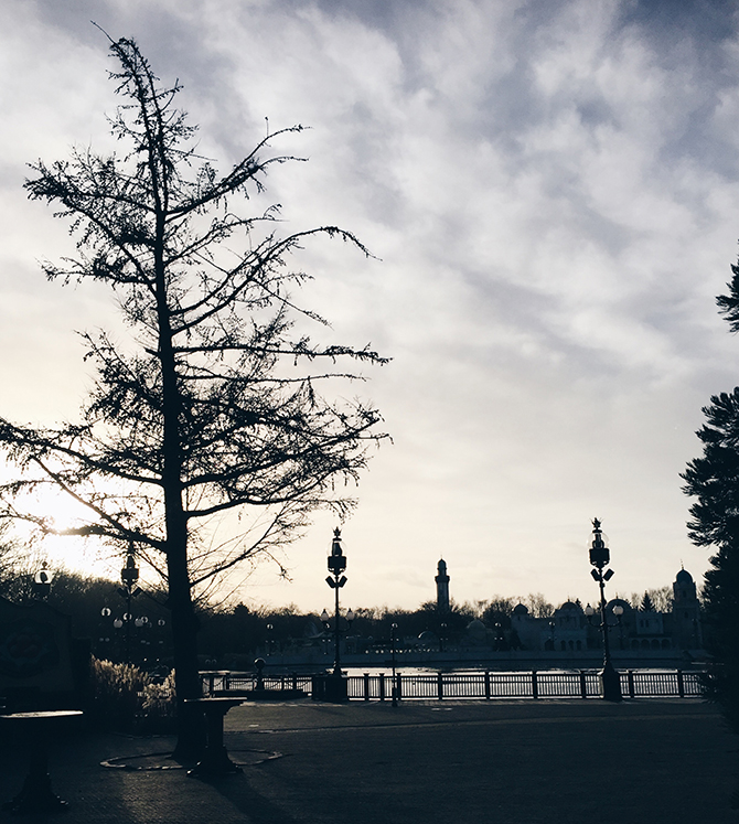 Een Dag In De Winter Efteling Beauty Behind Clouds
