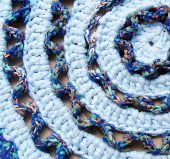 Tapete Wiggly Redondo Azul Bebê - Estampado