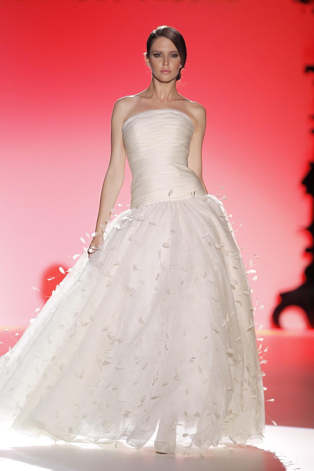 Excepcional Vestido Novia Victorio Y Lucchino Ideas Ornamento ...