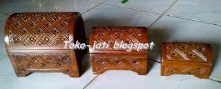 http://toko-jati.blogspot.com/2013/01/kotak-seserahan.html