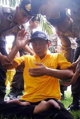 Falun Gong, Sebuah Praktek Kultivasi Sesat yang Membahayakan Tionghoa 396540_230287127063893_100002478221017_457239_1441052776_n