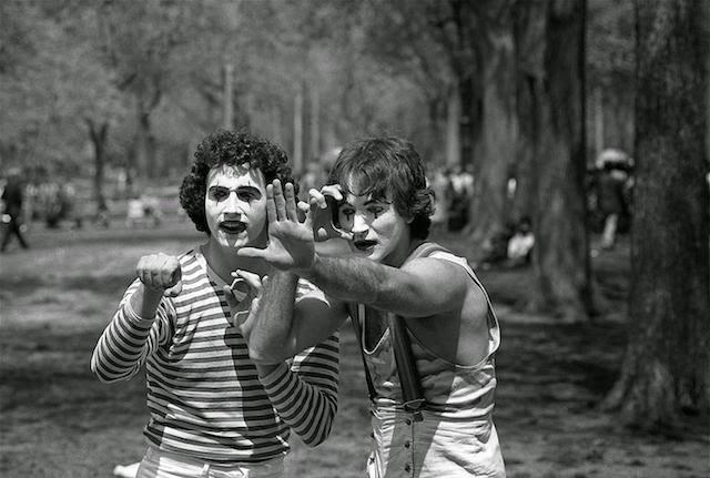 Un fotógrafo retrato a dos mimos en 1974, luego de 34 descubre que era Robin Williams
