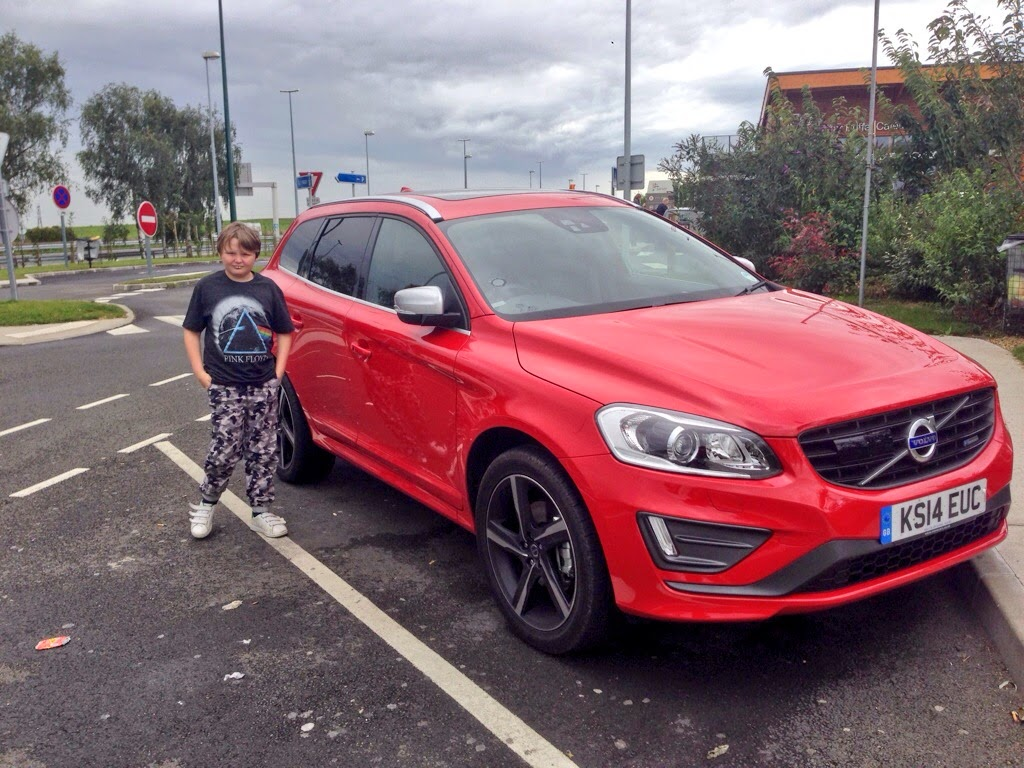 Volvo XC60 D4 R-Design Lux in Passion Red