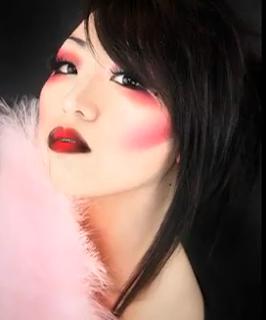 modern geisha Halloween makeup style for girls