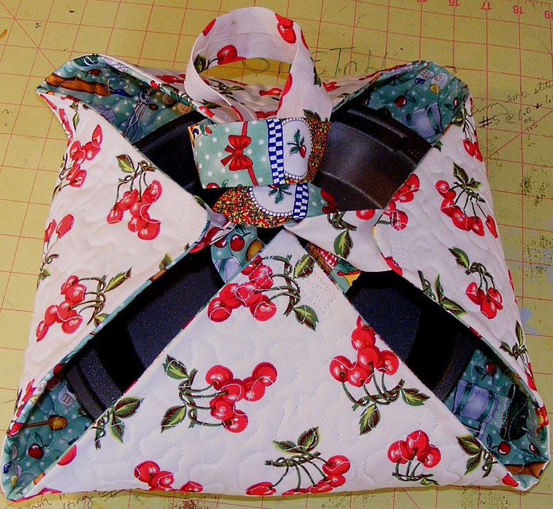 Free Casserole Cover Pattern http://karenscraftyworld.blogspot.com/2011/11/tutorial-quilted-casserole-carrier-in-6.html