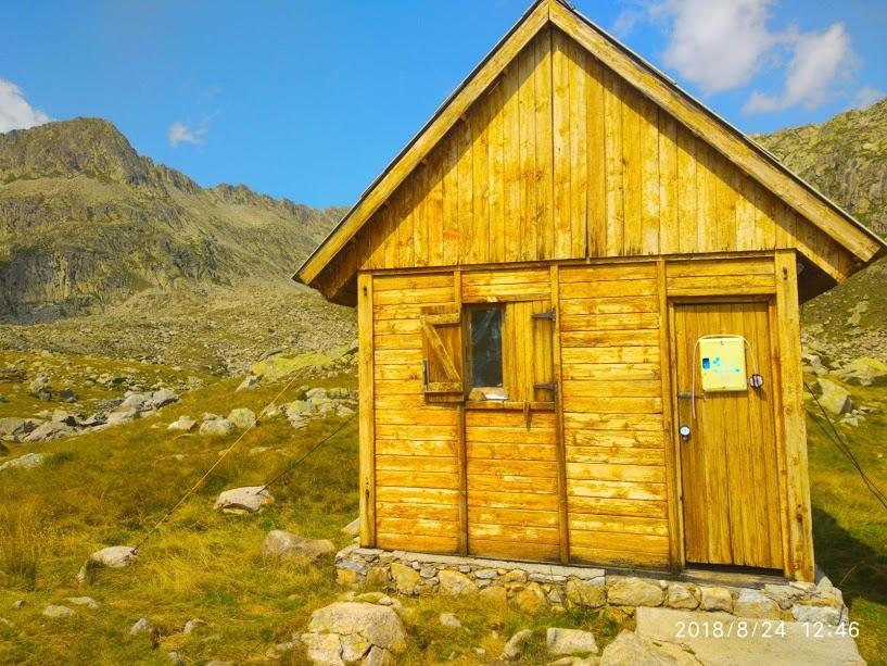 Pirineoetako zeharkaldia GR11: 830 km / 35.000 mD+