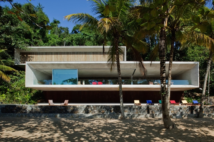 Modern beach house in Brazil by Marcio Kogan