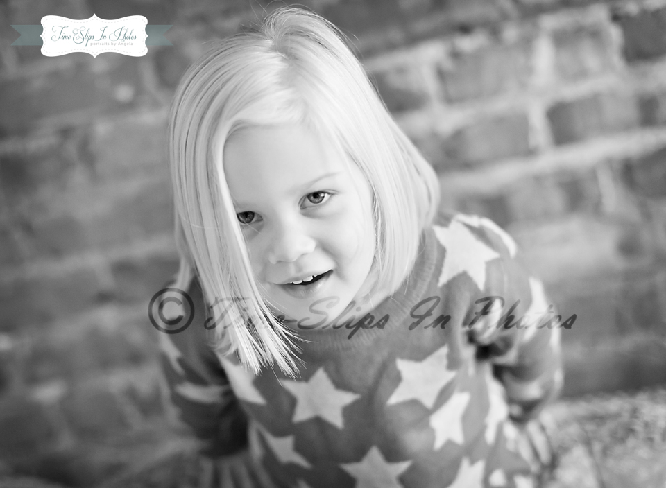 blond_toddler_girl_star_sweater