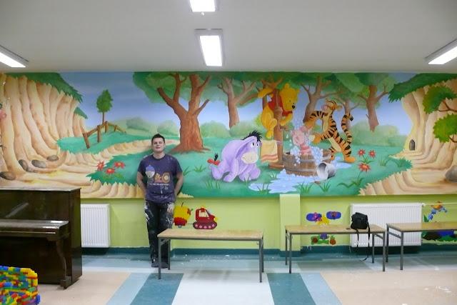 Bydgoszcz, usługi malarskie, malowanie w przedszkolu ścian w motyw z bajki Kubusia Puchatka, mural 3D, aranżacja ściany
