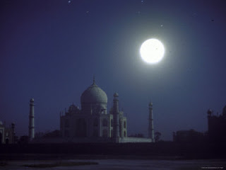 TAJ MAHAL IS MADE BY SAHJAHAN FOR HIS WIFE IN AGRA