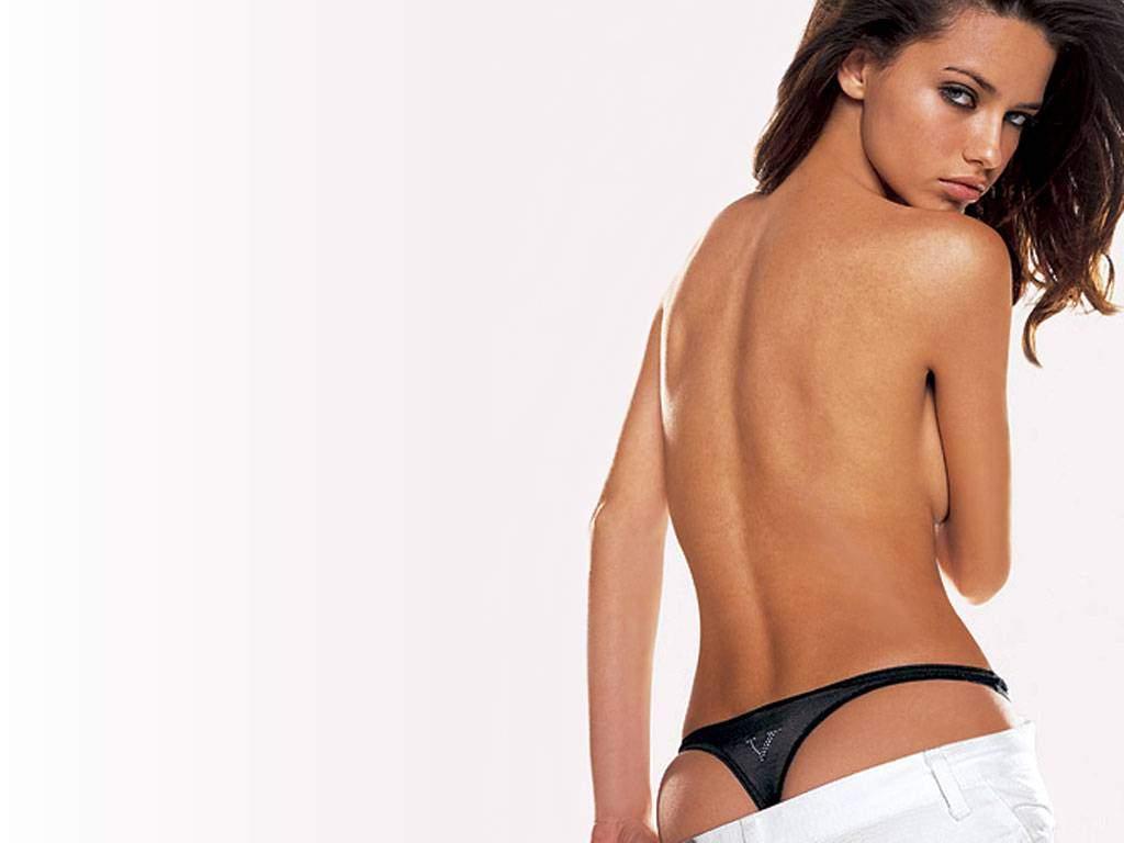 http://1.bp.blogspot.com/-vMS8SlKKcto/TjrUdw5WBzI/AAAAAAAAAek/_hhN-jSMb84/s1600/Adriana_Lima_119.jpg