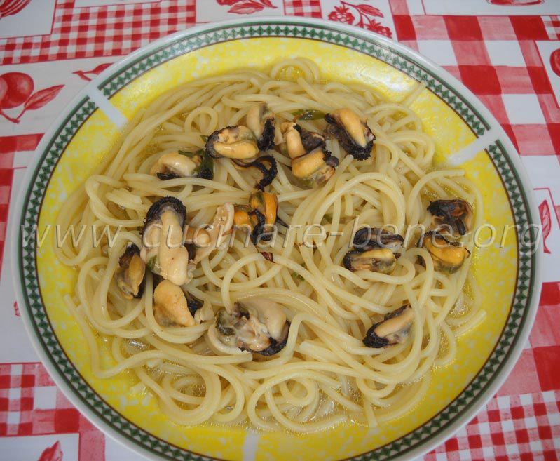 Ricetta spaghetti con le cozze in bianco