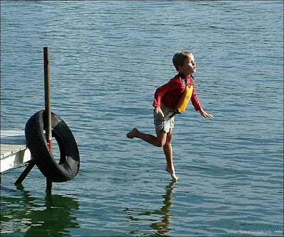 funny_picture_boy_walking_on_water